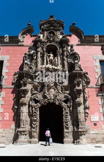 Ornate Churrigueresque Baroque entrance to the Museo de Historia, formerly the Royal Hospice of San Fernando, Madrid, - Stock-Bilder