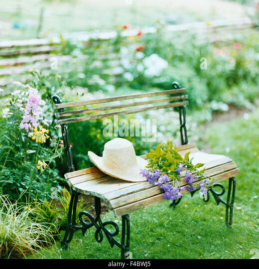 calmness color image end fence flower flowerbed garden harmony hat lawn park bench plants silence square summer - Stock-Bilder