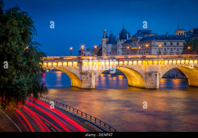 Twilight over Pont Neuf and the Conciergerie along River Seine, Paris France - Stock Image