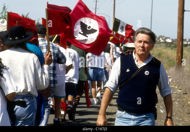 American actor Martin Sheen marches with the United Farm Workers near Stockton California latinos labor union issues - Stock-Bilder