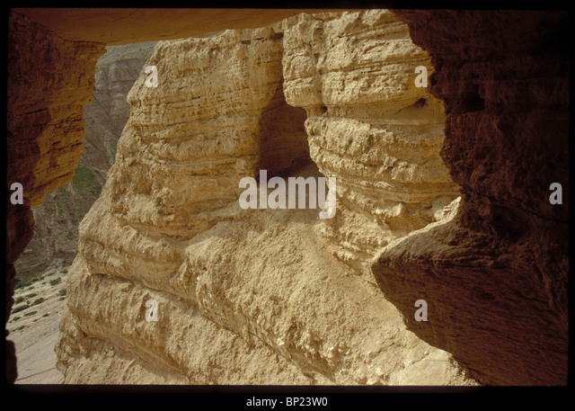 305. QUMRAN - ENTRANCE TO CAVE N0. 10 - Stock Image