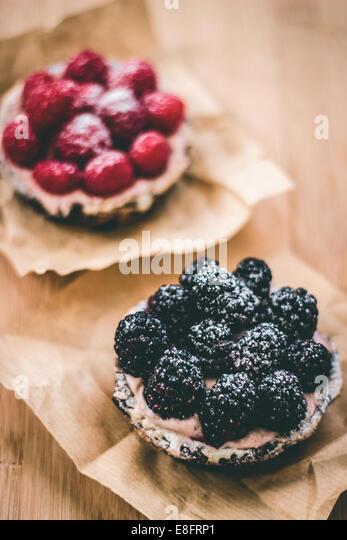Blackberry and raspberry tarts - Stock-Bilder