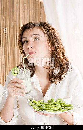 woman drinking kiwi milkshake - Stock-Bilder