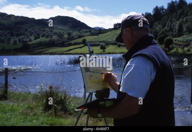Man painting watercolor of lake at Watendlath, Lake District - Stock-Bilder