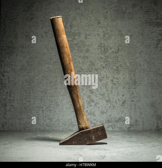 Vintage hammer and stone wall. Still life of work tool. Concept of diy and repair. - Stock-Bilder