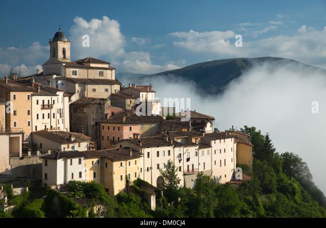 Abeto in the mist over the Valnerina, Umbria, Italy - Stock Image