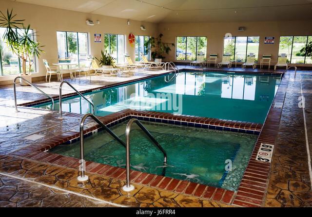 Wisconsin Kenosha Holiday Inn Express indoor swimming pool Jacuzzi lounge chairs - Stock Image