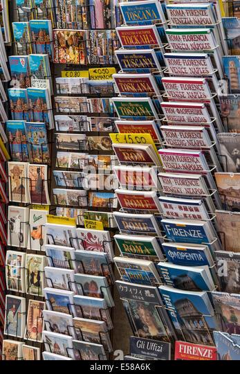 Variety of tourist travel guide books for Italian destinations. - Stock-Bilder
