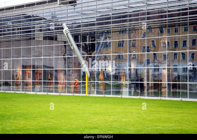 Glas geschaeft stock photos glas geschaeft stock images for Haus fenster