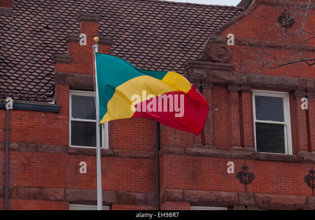Flag in front of Embassy of the Republic of Congo - Washington, DC USA - Stock-Bilder
