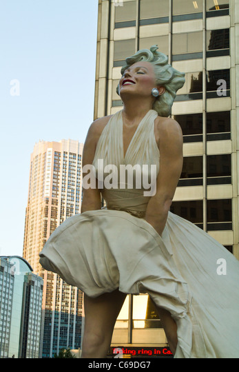 Larger-than-life statue of Marilyn Monroe on Michigan Avenue in downtown Chicago, Illinois. - Stock Image