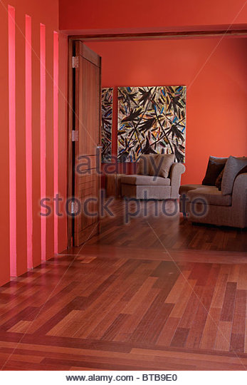 Hallway with hardwood floors and red walls - Stock-Bilder
