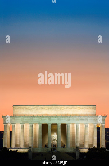 Colorful sky over the Lincoln Memorial just after sunset. National Mall, Washington DC D.C., USA - Stock Image
