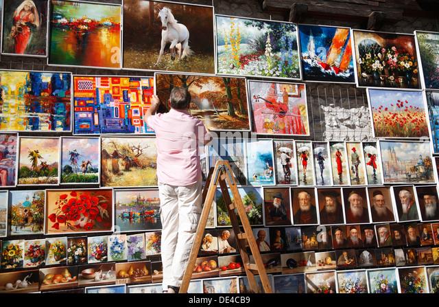 Paintings for sale at Florian Gate (Brama Florianska), Krakow, Poland - Stock-Bilder