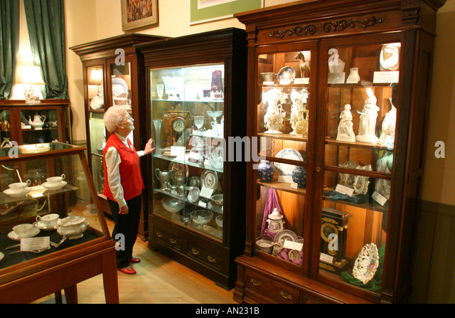 Mississippi Vicksburg The Old Court House Museum glassware displays - Stock Image