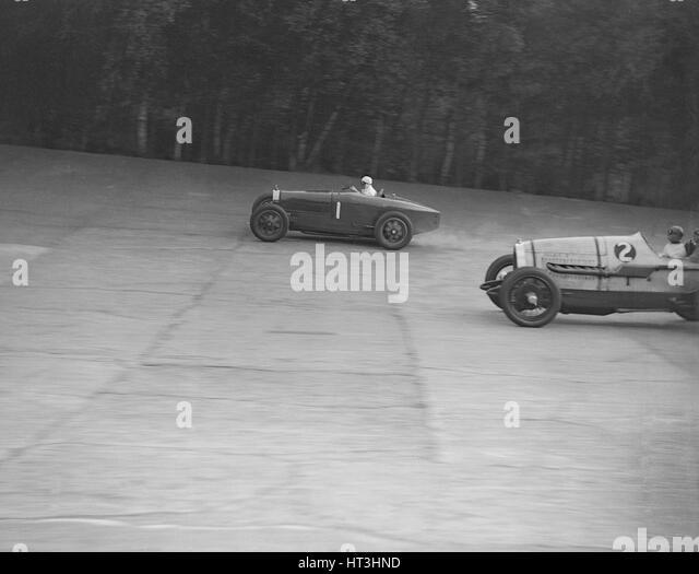 Bugatti of Kaye Don and Delage of J Taylor, Surbiton Motor Club race meeting, Brooklands, 1928. Artist: Bill Brunell. - Stock-Bilder