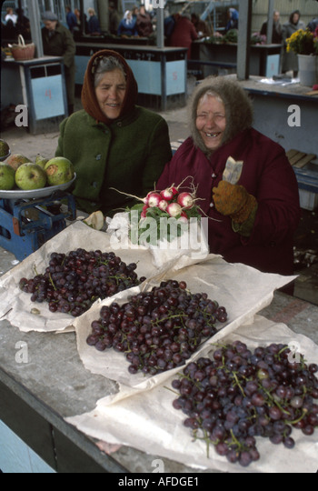 Ukraine Eastern Europe Lviv Lvov open market grapes radishes vendors Ukraine028 - Stock Image
