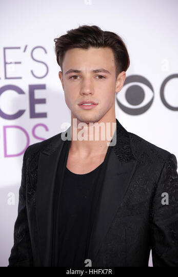 Los Angeles, Ca, USA. 18th Jan, 2017. Cameron Dallas at the 42nd Annual People's Choice Awards at Microsoft - Stock-Bilder