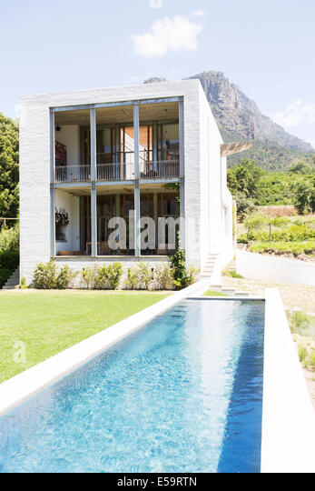 Modern house with swimming pool in rural landscape - Stock Image