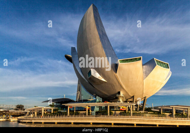 Marina Bay Sands Hotel, ArtScience Museum, blue sky, veil clouds, Singapore, Asia, SingaporeArtScience Museum, Singapur, - Stock Image