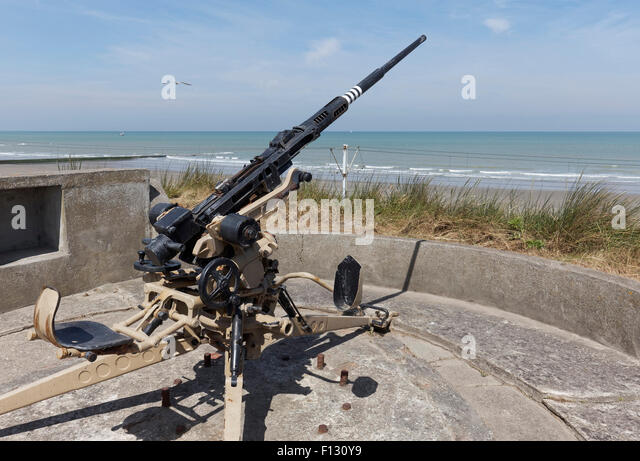 Gun emplacement with an antiaircraft cannon, 2 cm FLAK 28 Oerlikon, open-air museum Atlantic Wall, Raversijde or - Stock Image