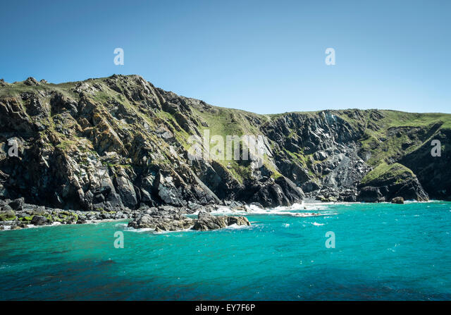 Headland and cliffs at Mullion Cove, Lizard Peninsula, Cornwall, England, UK - Stock-Bilder