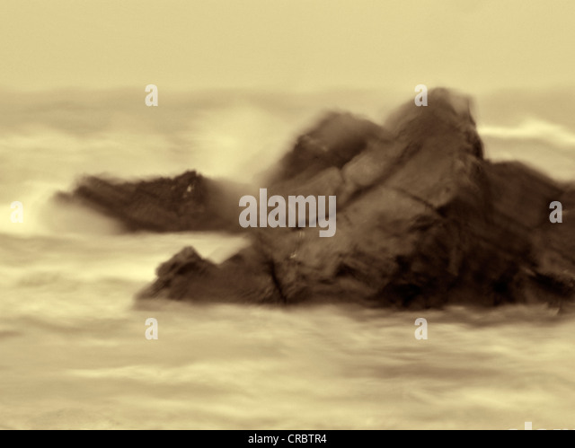 Rainy day image of rocks and waves at Harris Beach State Park, Oregon - Stock-Bilder