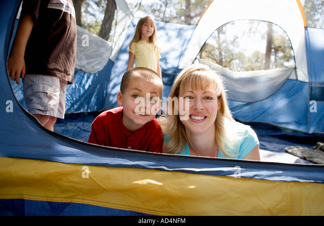 Portrait of a mother and son in a tent - Stock-Bilder
