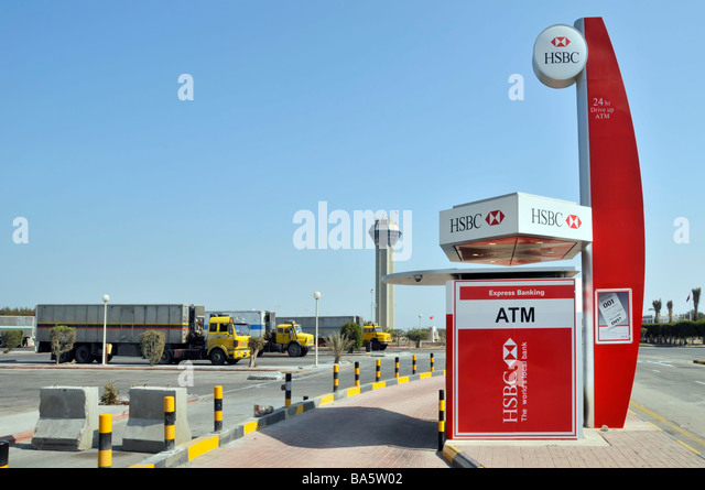 HSBC 'drive through' ATM services facility for motorists approx midpoint on King Fahd causeway linking Bahrain - Stock Image