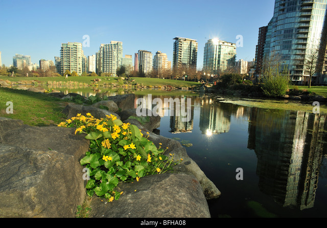 Devonian Harbour Park and Coal Harbour highrises, Vancouver, British Columbia, Canada - Stock Image