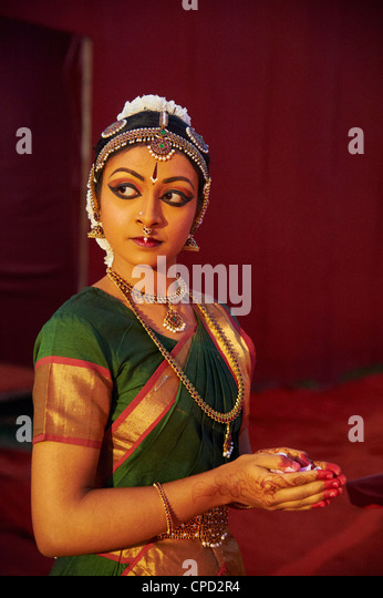 Traditional dancer, Mamallapuram (Mahabalipuram), Tamil Nadu, India, Asia - Stock Image