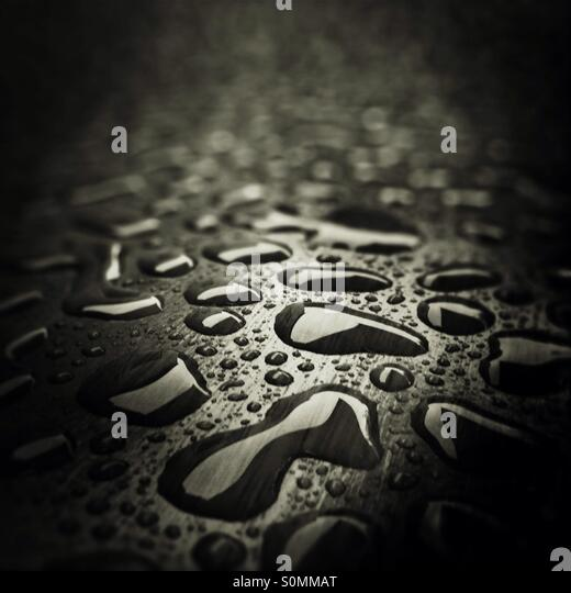 Raining water drops on wood - Stock Image