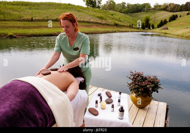 Tennessee Sevierville Utopia Day Spa salon holistic healing center massage therapist river hot rocks bare back beauty - Stock Image