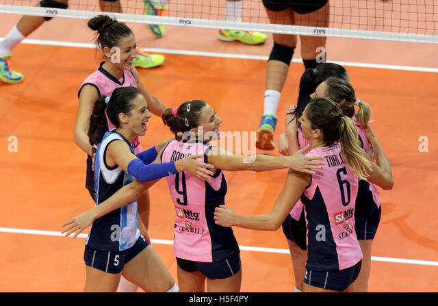 Pasay City, Philippines. 20th Oct, 2016. Players of Pomi Casalmaggiore celebrate after winning against PSL-F2 Logistics - Stock Image