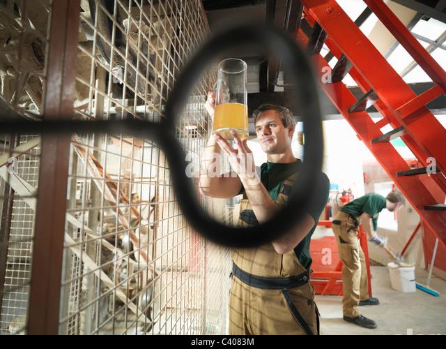 Workers in grain mill in brewery - Stock-Bilder