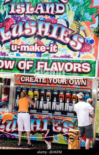 Wisconsin Kenosha Kenosha County Fairgrounds The Ultimate Kid Fest family event man woman girl boy toddler drink - Stock Image
