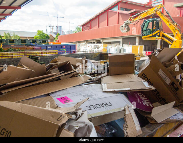 Wandsworth municipal rubbish tip and recycling centre - Stock Image