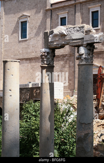 ROMAN COLUMN  IN BEIRUT PLACE. - Stock Image
