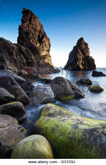 Sea stacks at sunset, at Runde Island on the Atlantic west coast, Møre og Romsdal, Norway. - Stock-Bilder