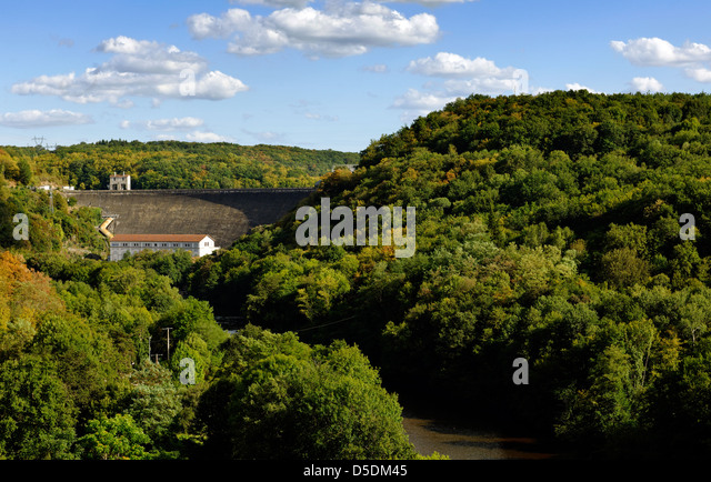 Looking towards the Eguzon hydroelectric dam on the river Creuse, central France - Stock Image