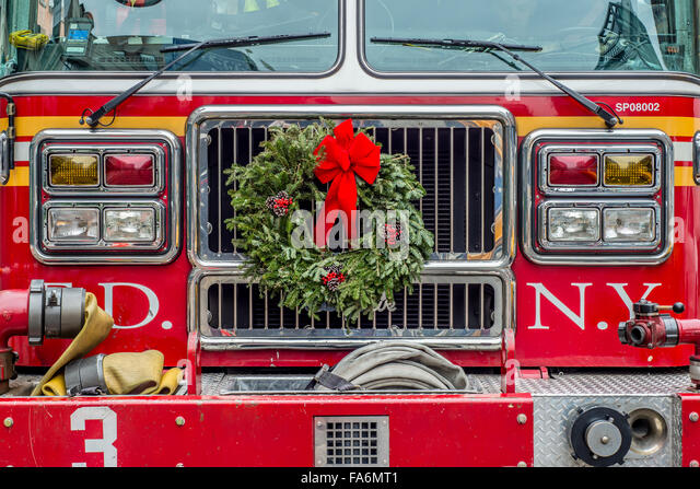 Fire Department of New York FDNY Fire Truck decorated for Christmas - Stock Image