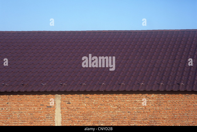 Wall, roof and blue sky. - Stock-Bilder