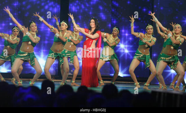 Bollywood actress Kareena Kapoor gets into step dancers during music release latest movie Ra.One, at Film City in - Stock-Bilder