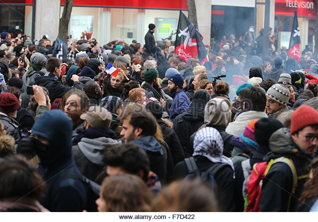 Paris-10E-Arrondissement, France. novembre 29th, 2015. FRANCE, Paris : Demonstrators hold anticapitalist flag on - Stock Image