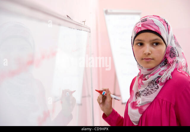 July 12, 2010 - Amman, Jordan - July 12, 2010, Amman, Jordan - A girl completes a lesson on the white board during - Stock-Bilder