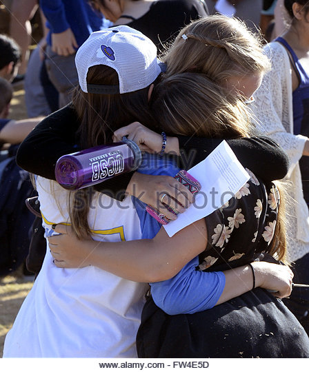 People hug following a memorial event for the six UCSB students killed and 13 wounded in a shooting rampage in the - Stock Image