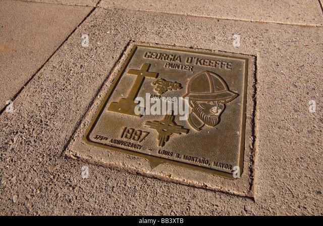 NA, USA, New Mexico, Santa Fe, Plaza, Memorial Plaque for painter, Georgial O'Keefe, - Stock Image