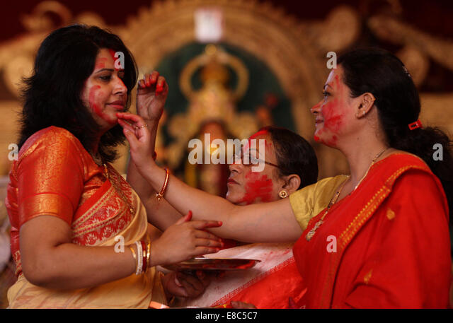 hindu single women in vermillion It was meant to be done during the hindu marriages  be performed during a  marriage not going into details,so it is considered a very sacred thing for females.