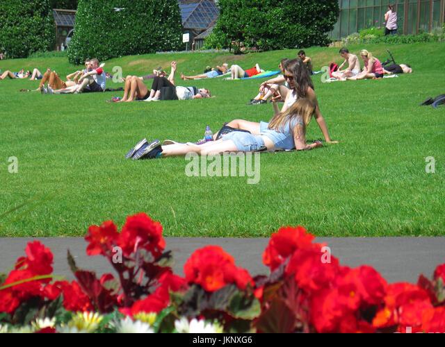 Glasgow,  Scotland, UK. 24 July 2017, Botanic Gardens Glasgow. The sun makes a welcome return to Glasgow Credit: - Stock Image