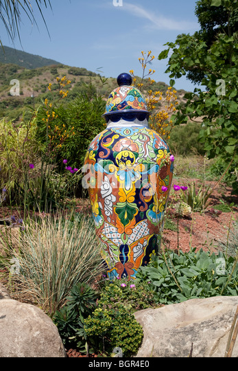 Tall, modern style, Chinese urn in the garden of the Island View Nursery in Carpinteria, California. - Stock Image
